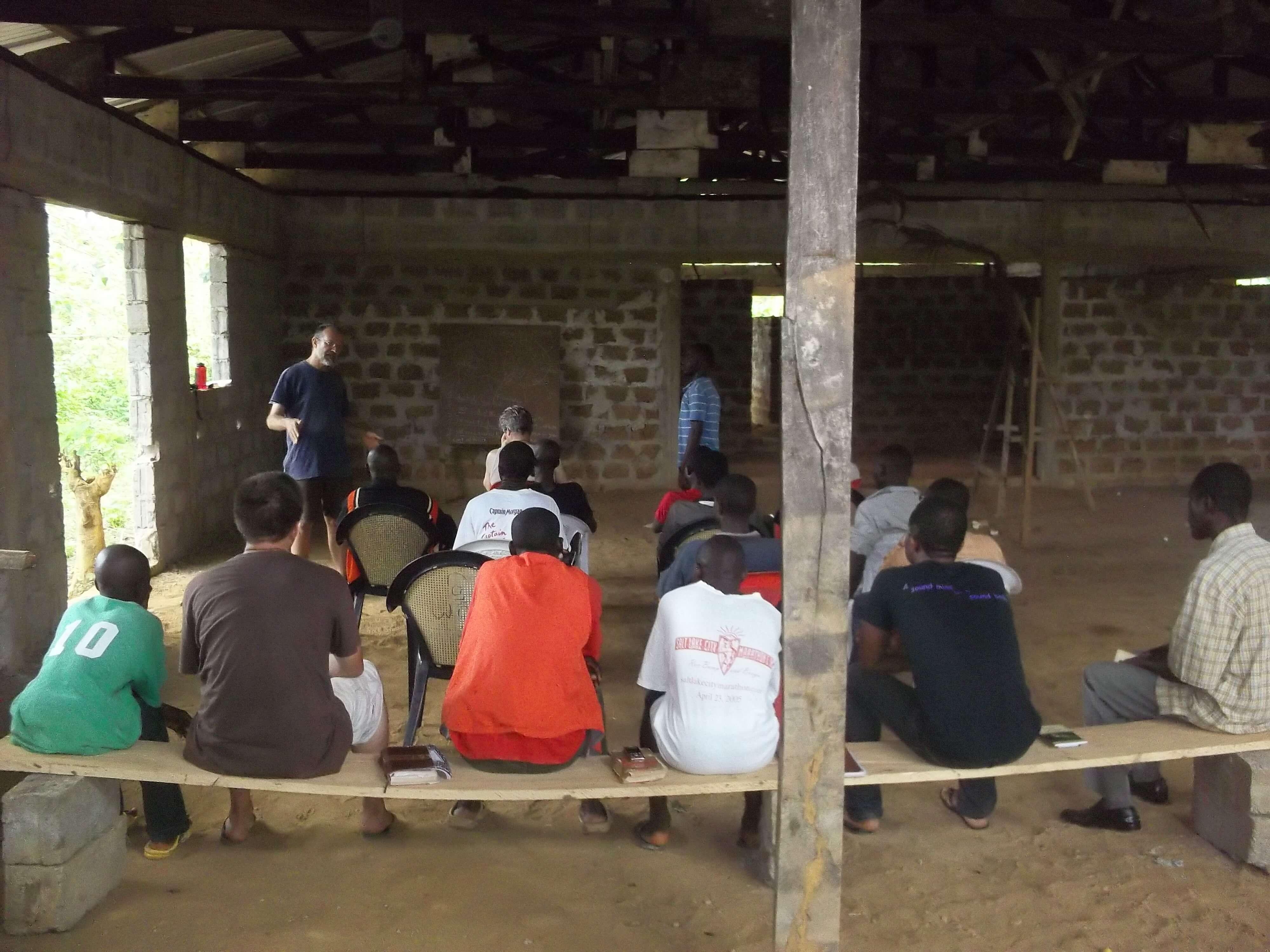 Enseignement sur la délivrance pour un petit groupe constitué principalement d'ex enfants soldats
