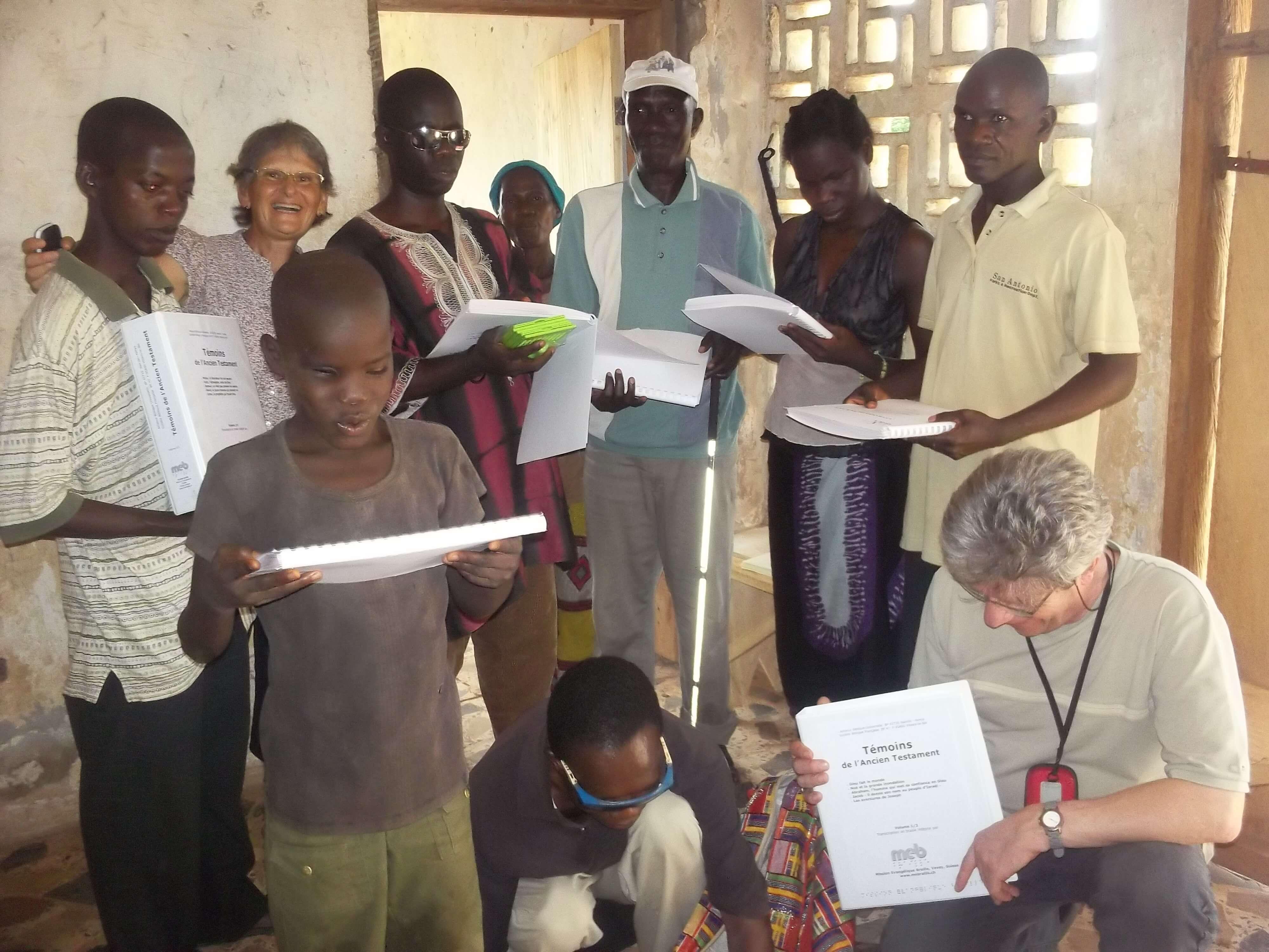 Mission au centre chrétien pour aveugles à Zwredu : quelle joie pour eux de découvrir le matériel Br