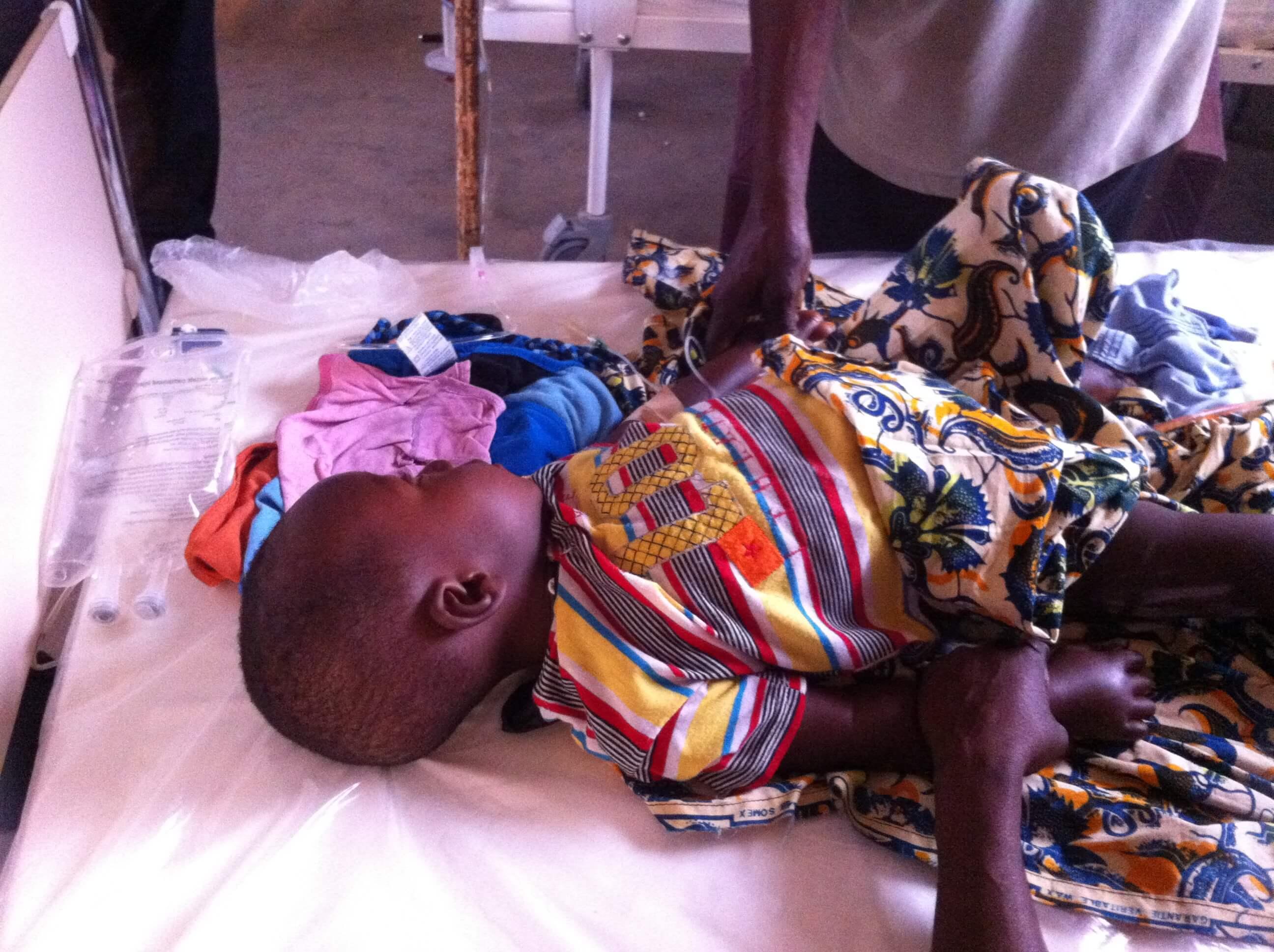 Enfant à l'hôpital de Bandounou en besoin urgent d'une opération : un fond d'urgence a permis de  le