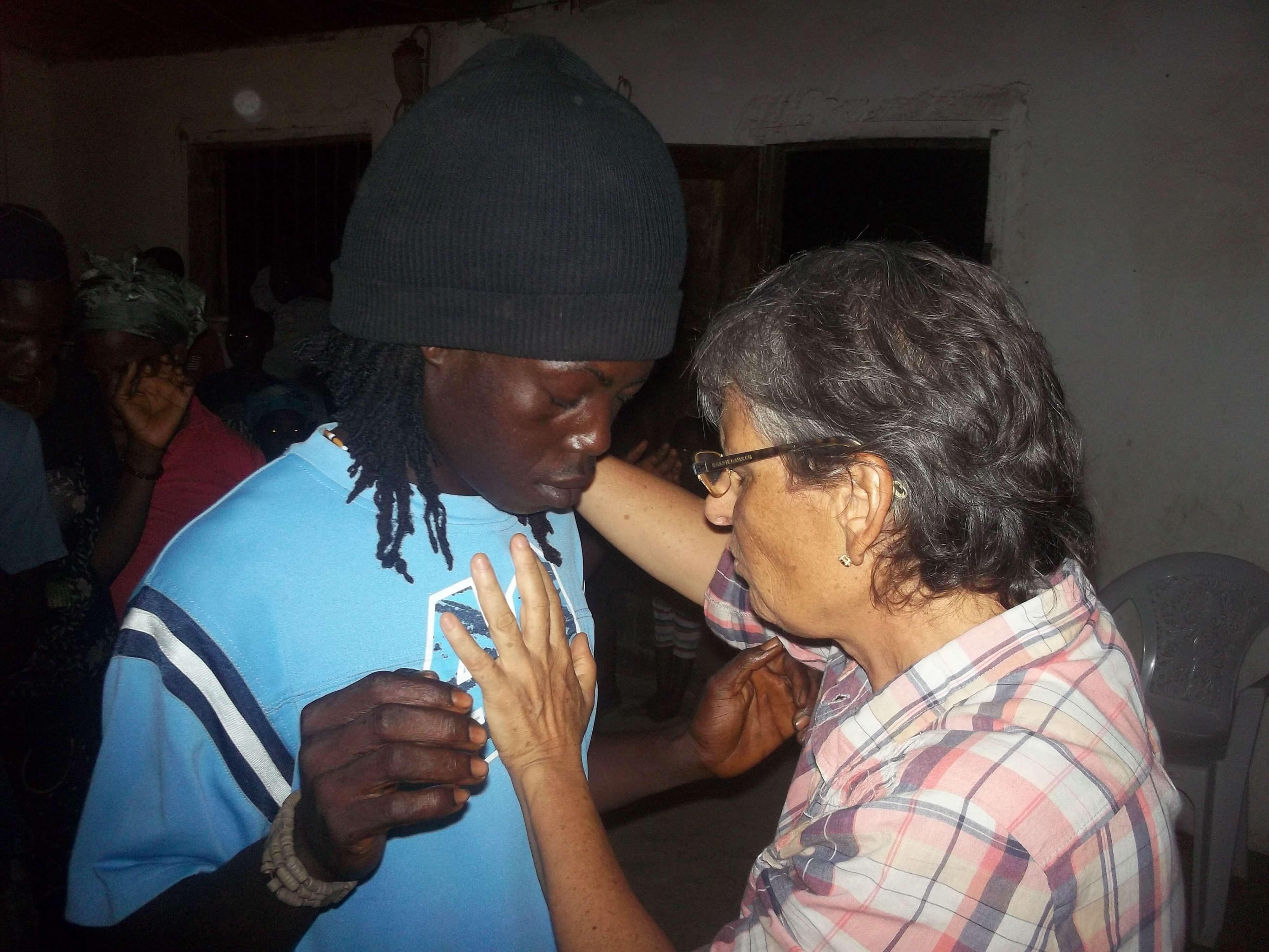 Un rasta man rencontré quelques heures avant la réunion demande la prière.