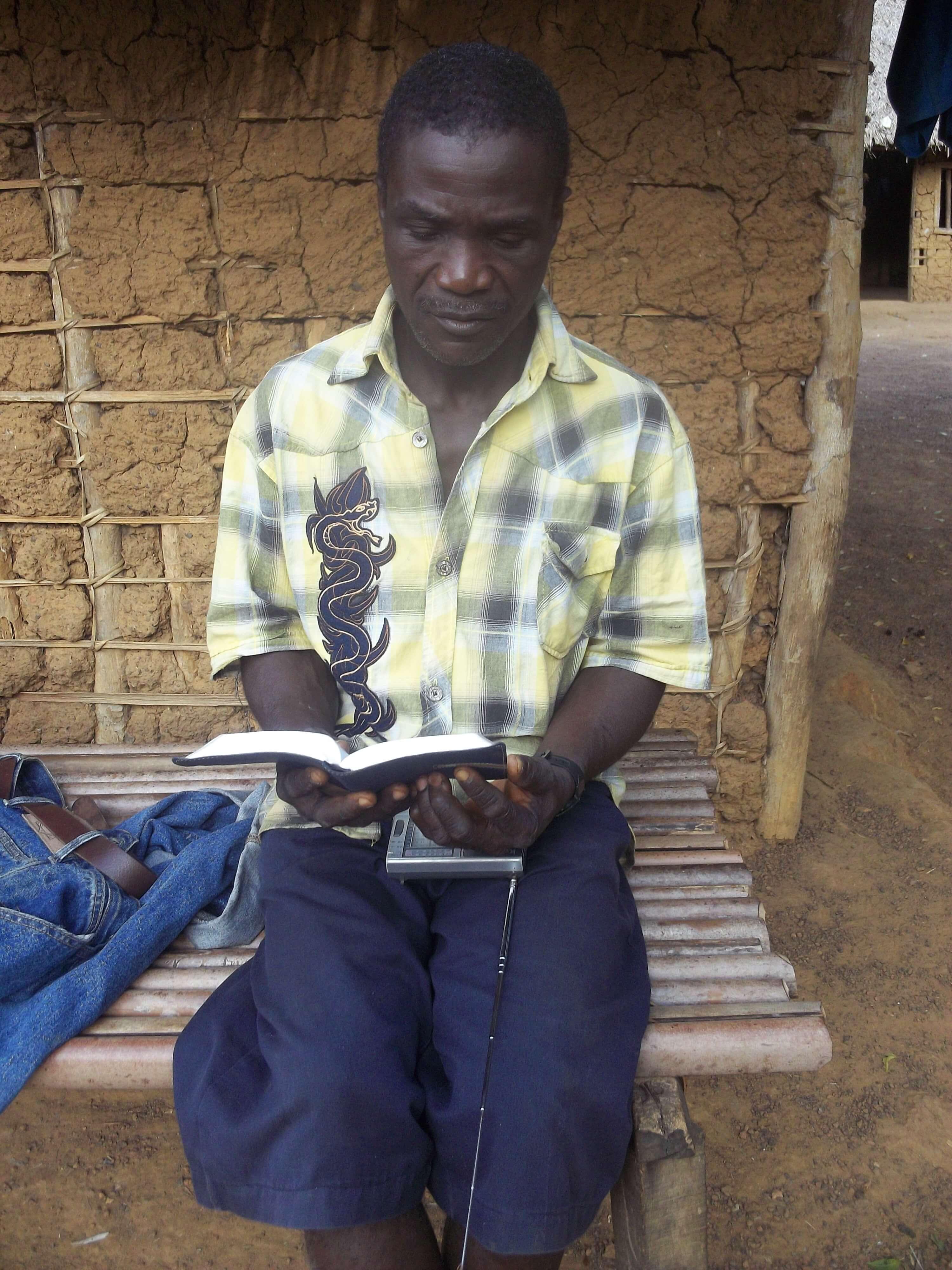 Pasteur du petit village voisin du camp : il a vécu un miracle : il était analphabète mais quand il