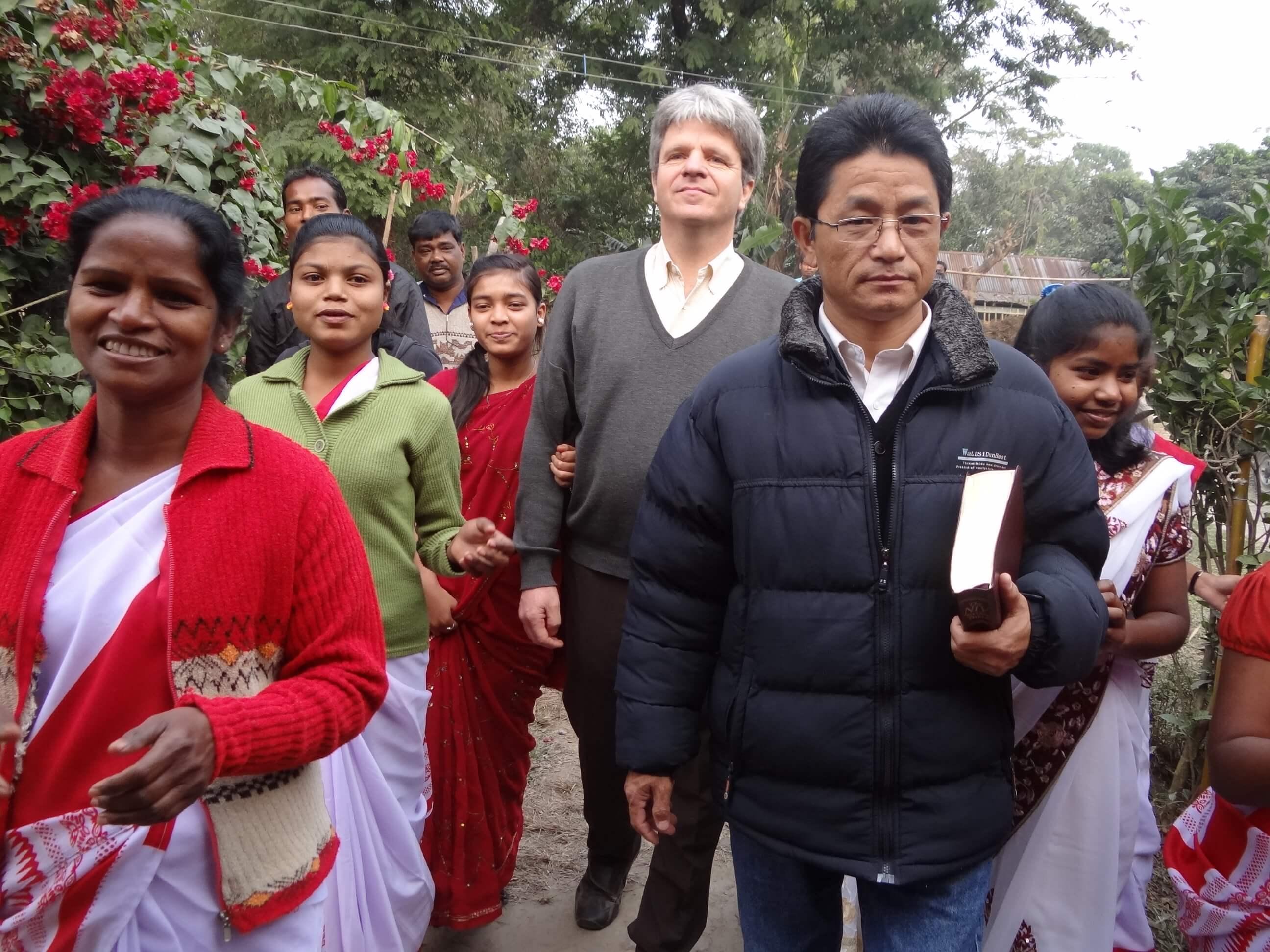 Escorte 'présidentielle' pour une nouvelle mission dans un nouveau village !