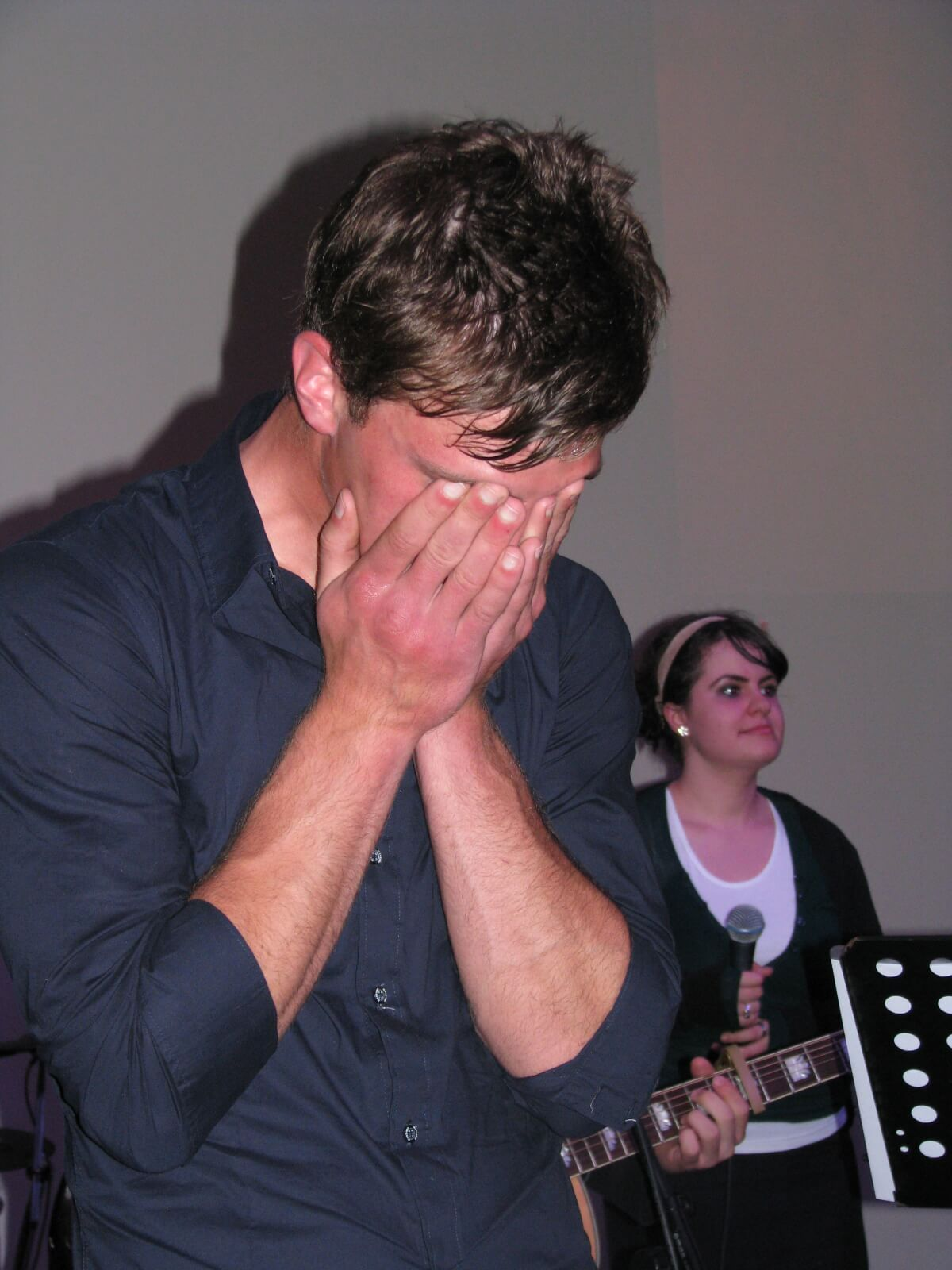 Il arrive souvent que des larmes coulent  quand Dieu nous touche.