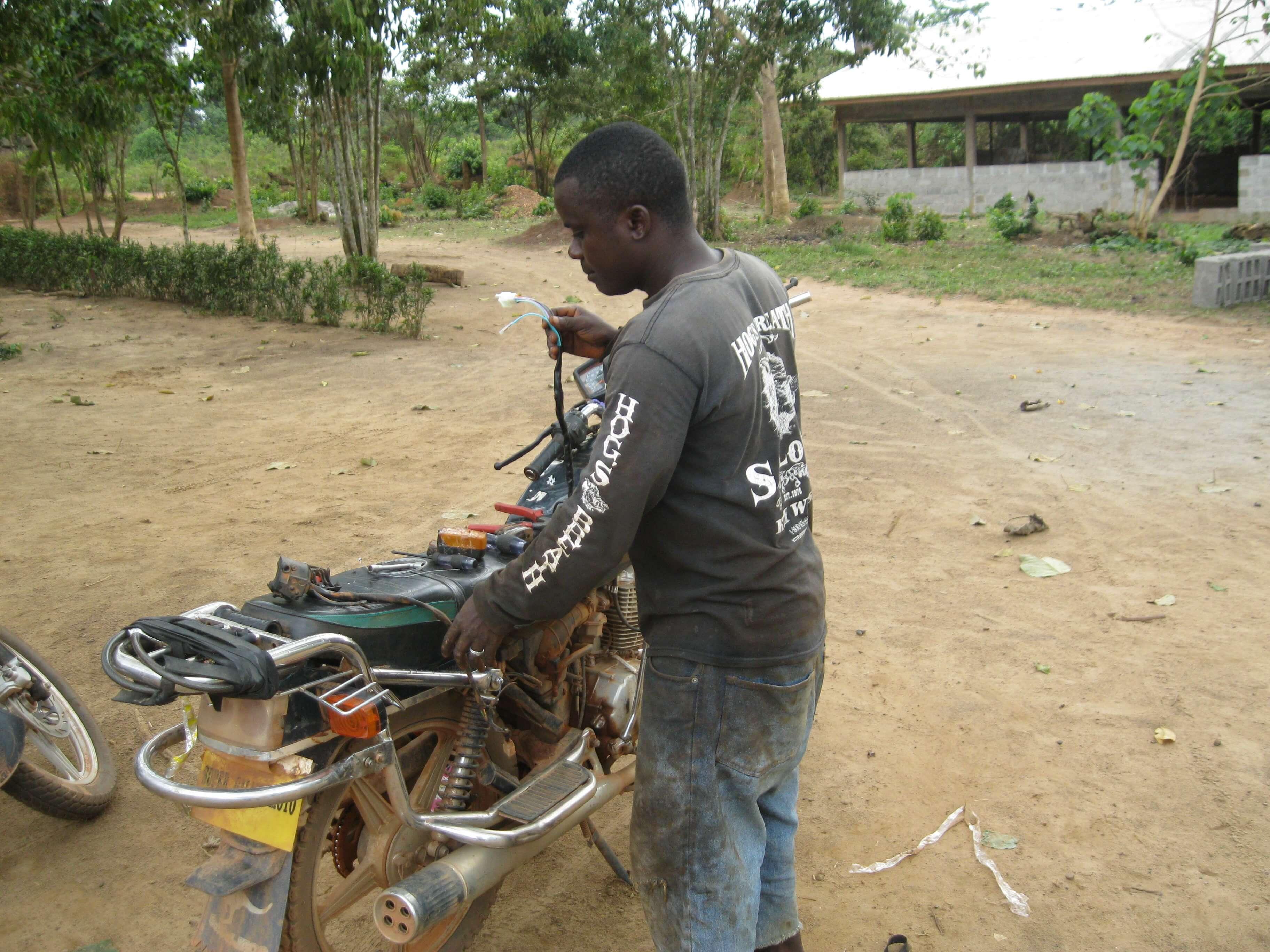 Ici toutes les missions se font en moto et le matériel souffre