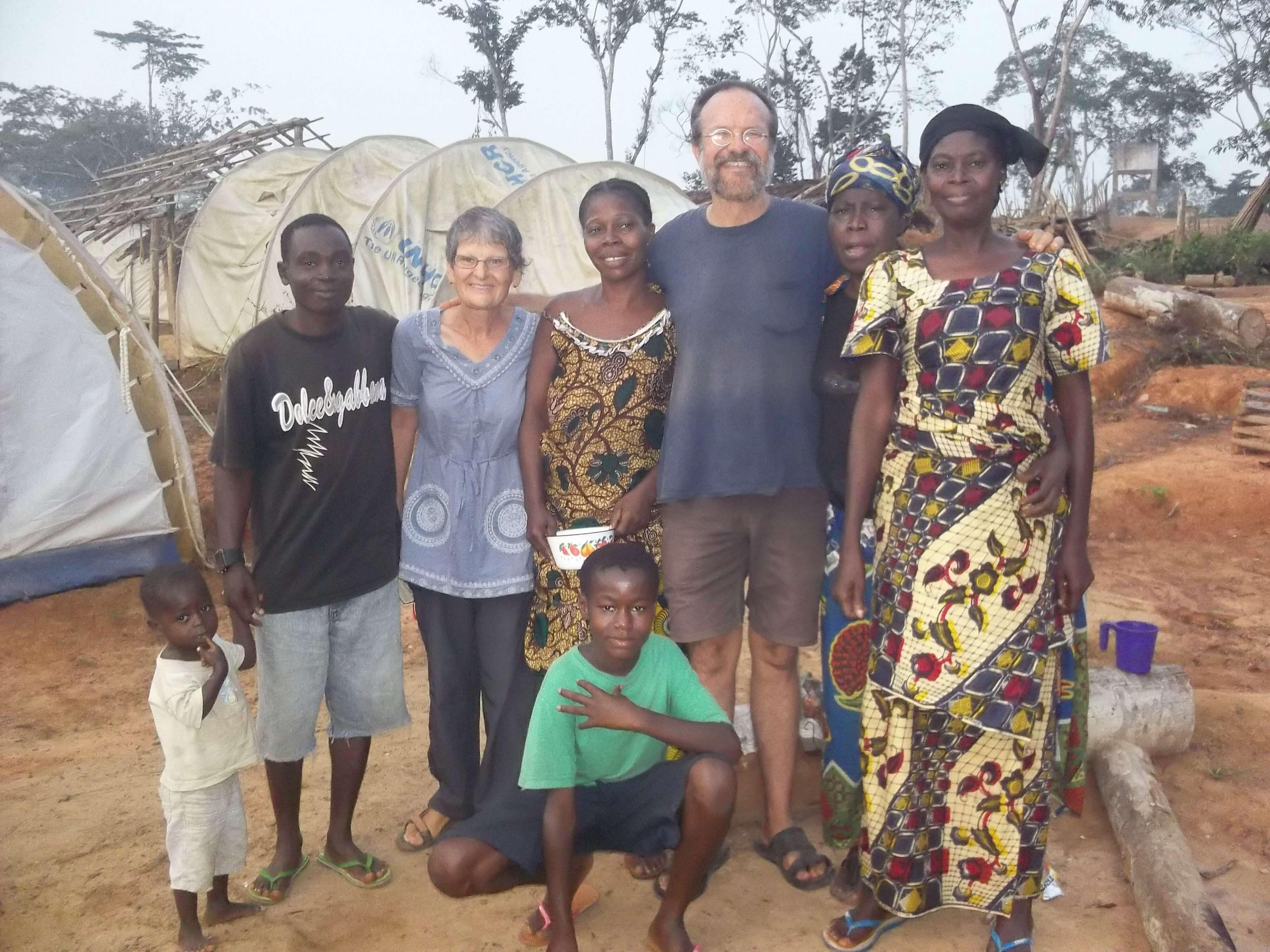 Avec Kim nous allons partager cette tente qu'une sœur réfugiée  de Côte d'Ivoire  nous a gentimment