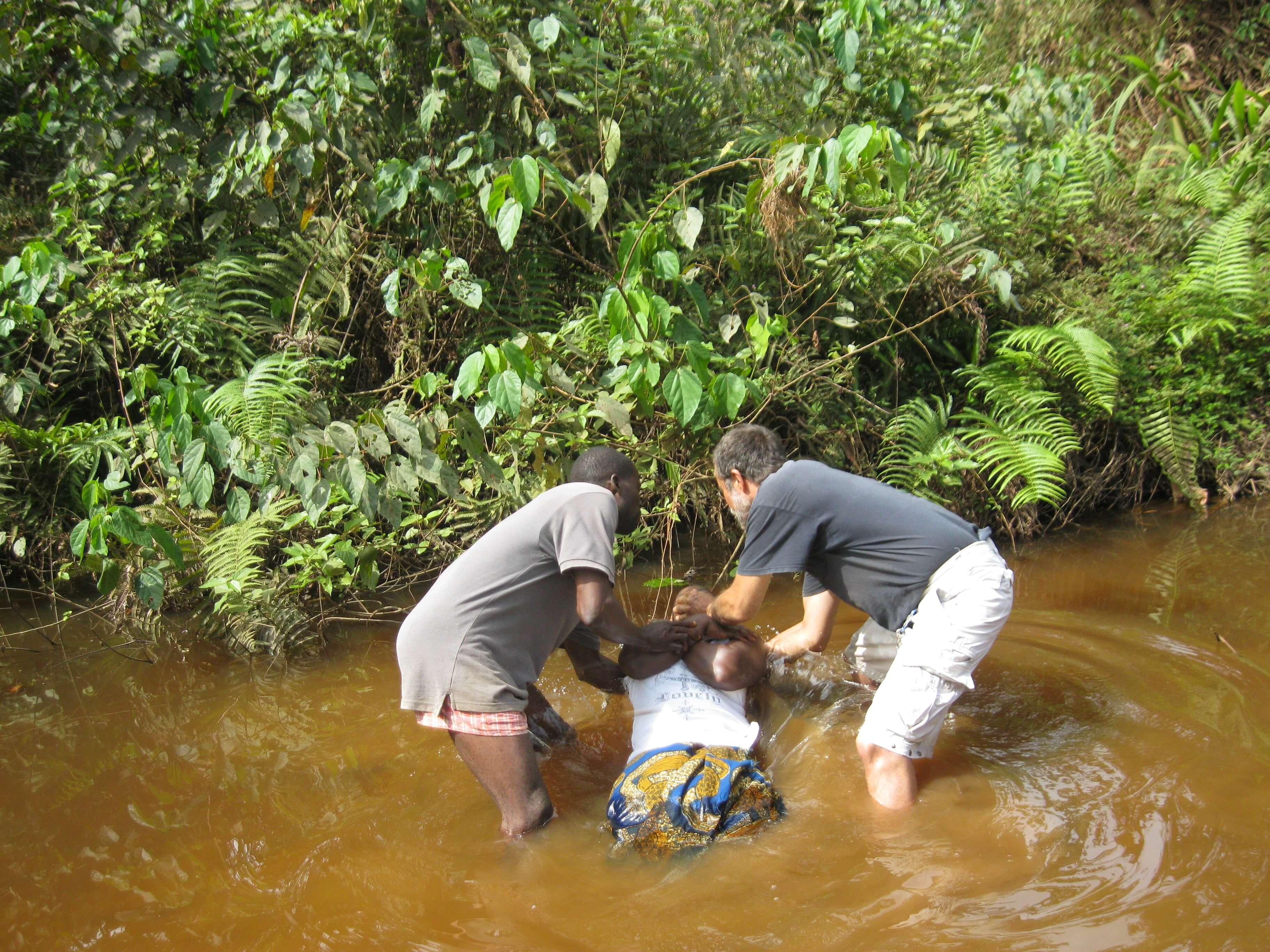 Baptêmes dans un marigot