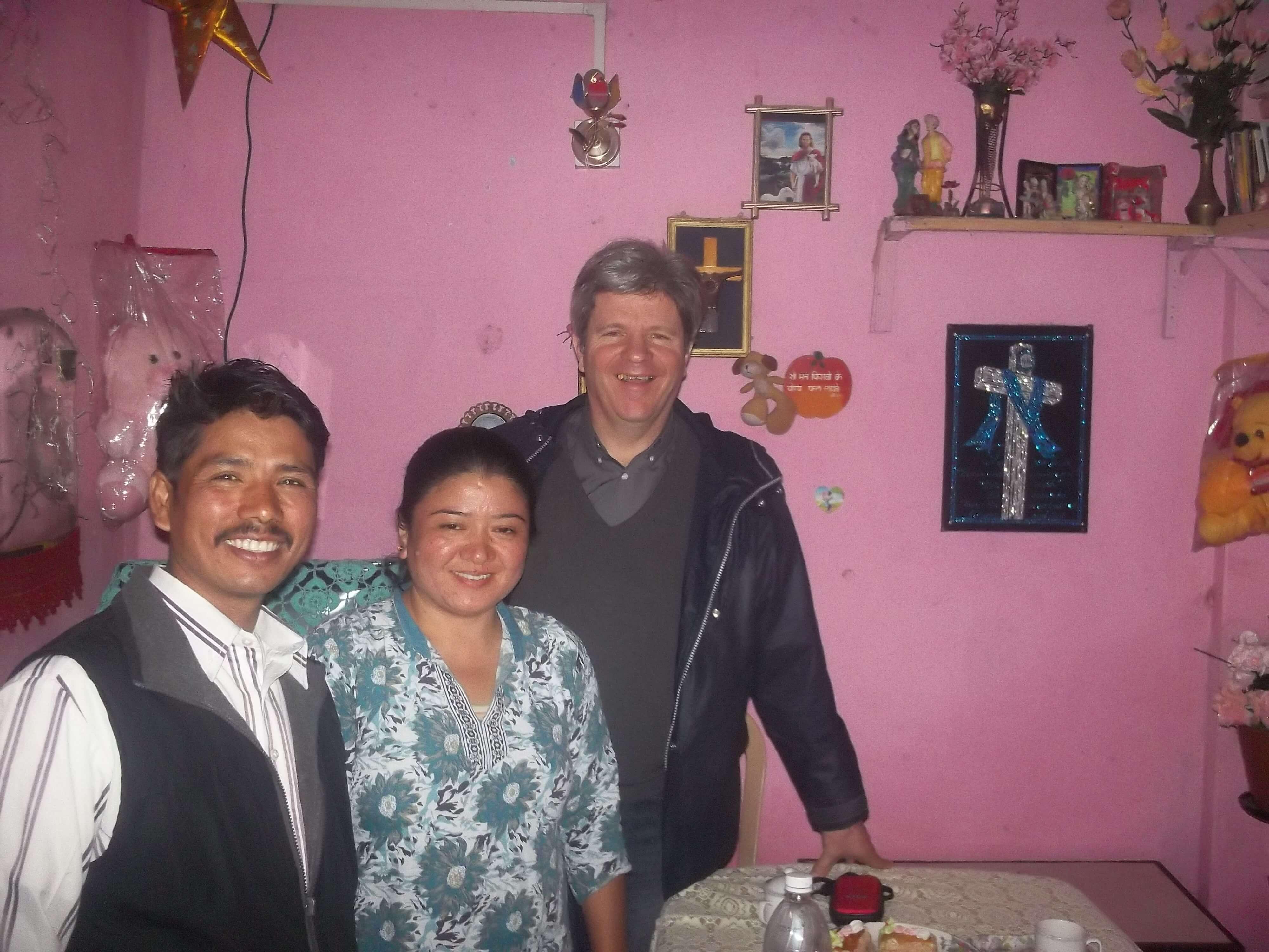 Le couple pastoral vit avec leur enfant dans une seule pièce !