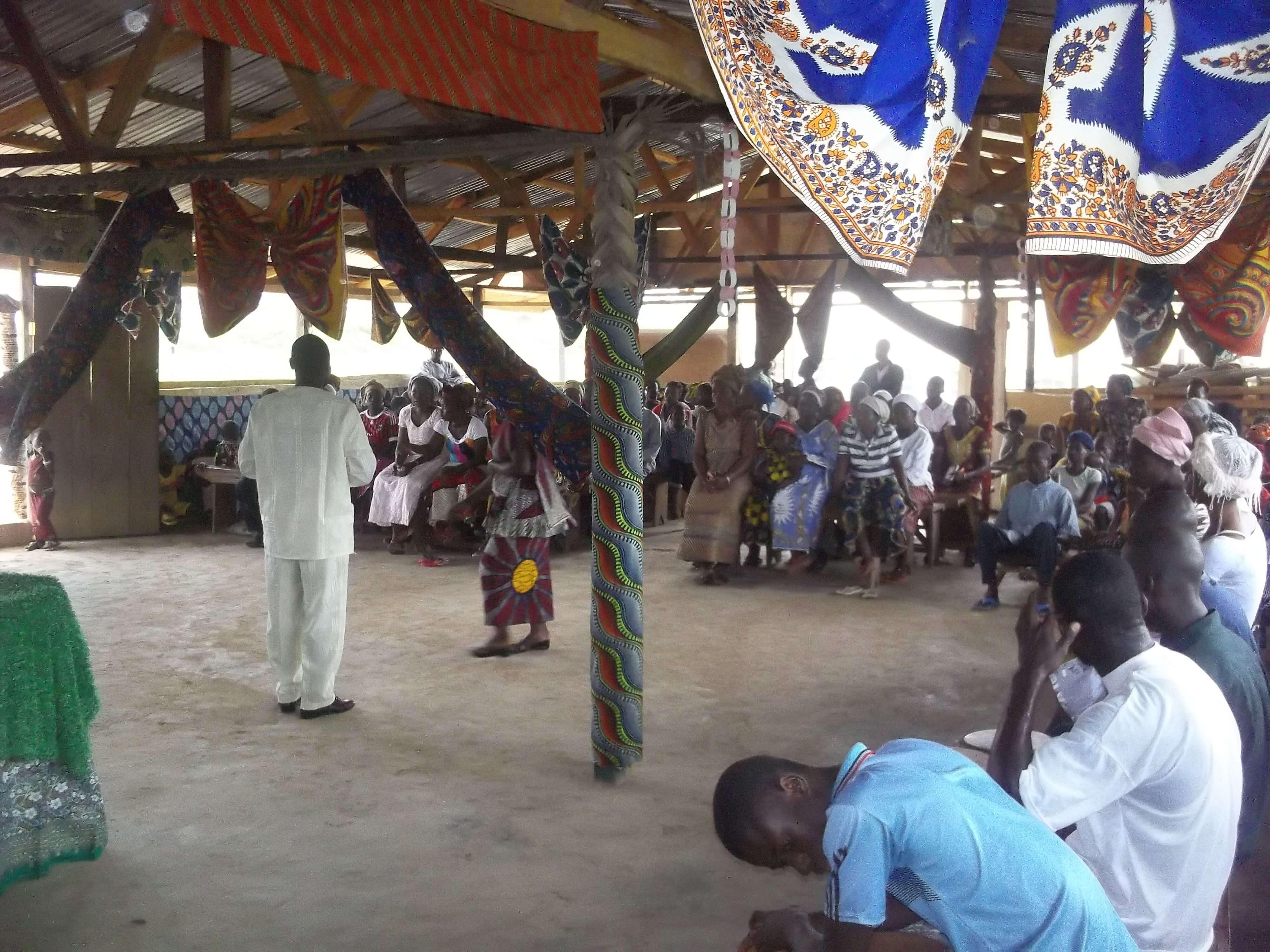 Retour au camp de réfugiés : cette fois-ci toutes les églises se sont mises ensemble pour nous recev
