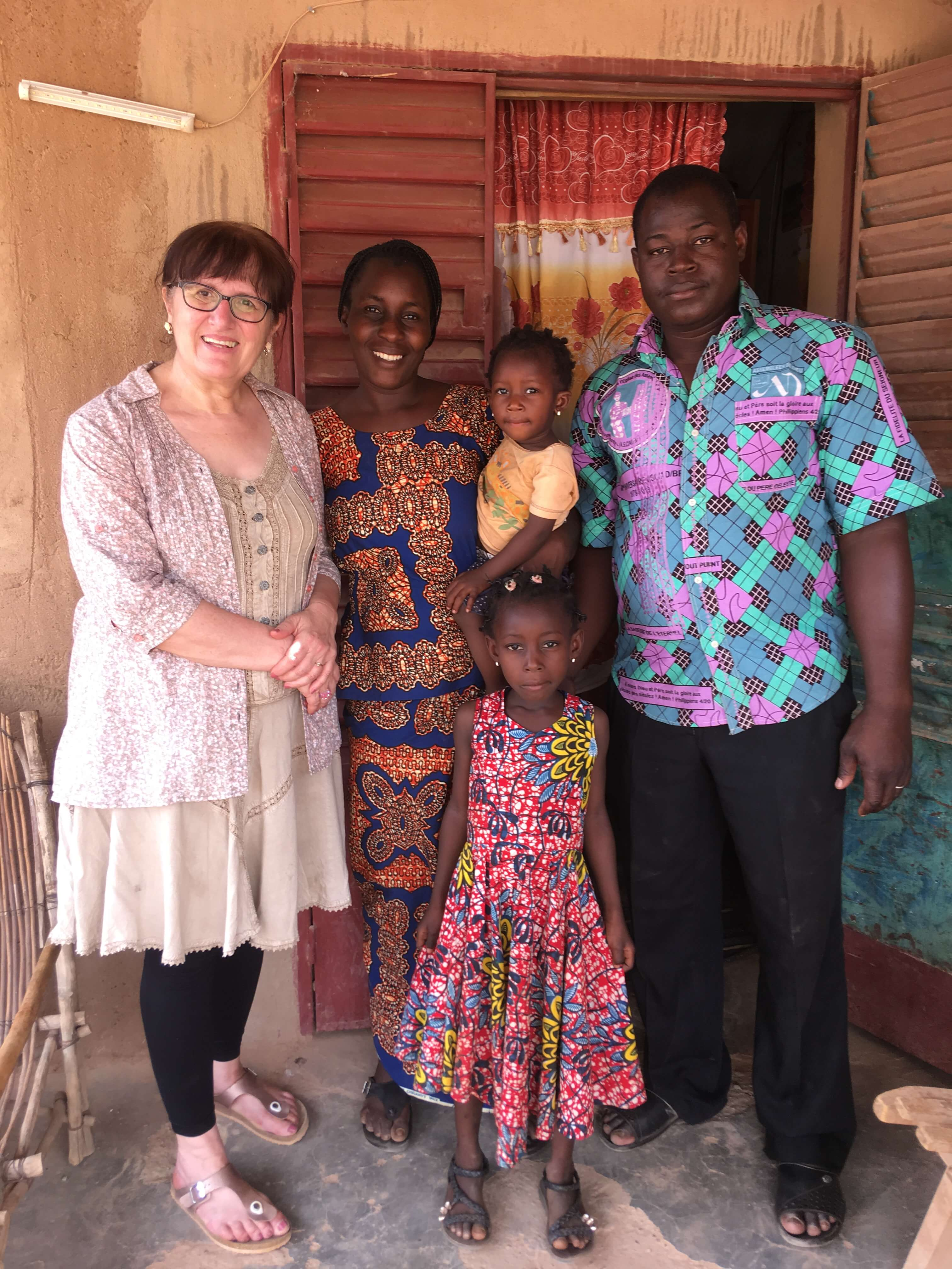 Cathy et la famille du pasteur Barkwende